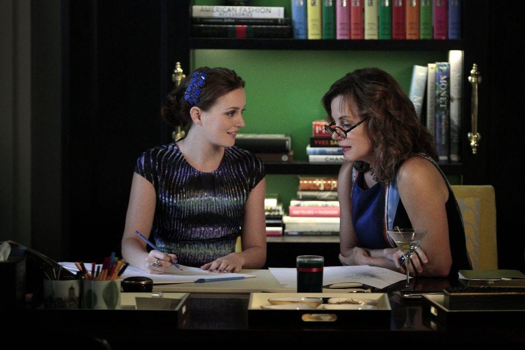 Blair (Leighton Meester, l.) bereitet sich auf die Ankunft ihrer Mutter (Margaret Colin, r.) vor. Doch mit einer Liste an Forderungen hatte Blair ni... - Bildquelle: Warner Brothers