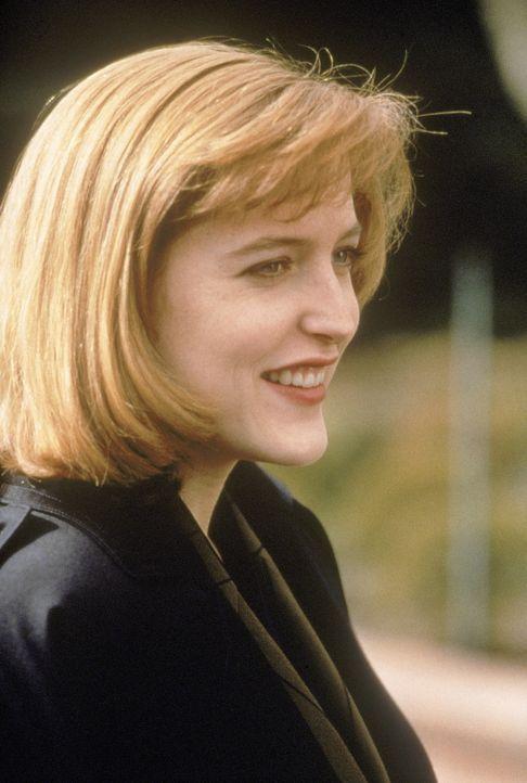 (2. Staffel) - FBI-Agentin Dana Scully (Gillian Anderson) befasst sich mit der Aufklärung ungewöhnlicher Ereignisse ... - Bildquelle: TM +   Twentieth Century Fox Film Corporation. All Rights Reserved.