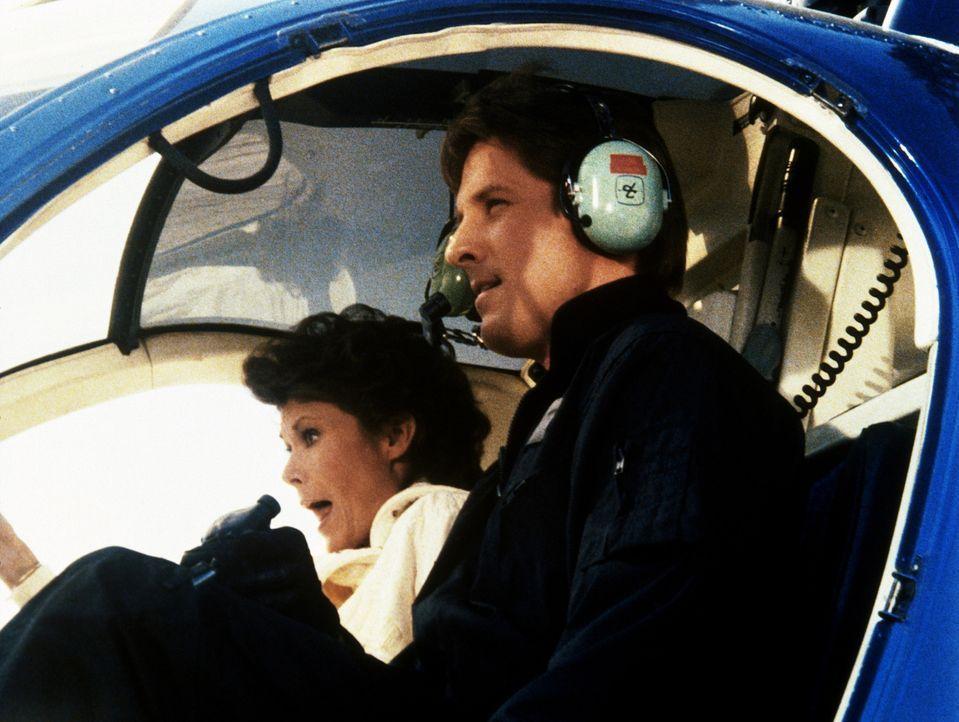 Mit einem Hubschrauber befreit Lee (Bruce Boxleitner, r.) Amanda (Kate Jackson, l.) aus den Händen skrupelloser Industrieller, die sie ermorden woll...