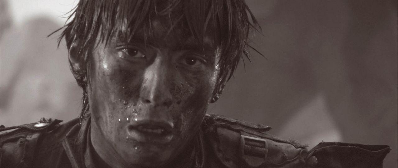 Tetsuya Azuma (Yusuke Iseya) muss die Welt vor der schrecklichen Erfindung seines Vaters retten ... - Bildquelle: 2004 Casshern Film Partners