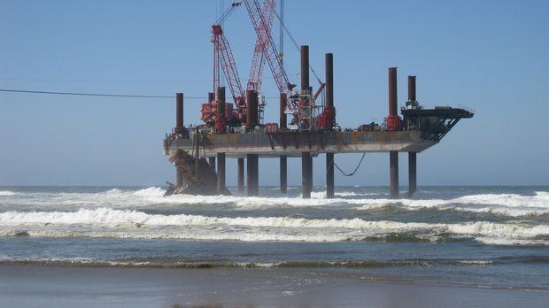 Wenn ein Schiff auf Grund läuft und nicht wirklich sinkt, bleibt es eine Gefa...