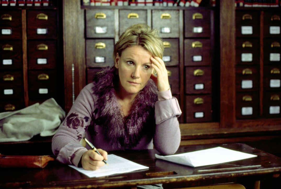 Helen (Mariele Millowitsch) stellt bei der Prüfung an der Uni fest, dass sie ihr Leben leider nicht im Griff hat ... - Bildquelle: Thorsten Jander Sat.1
