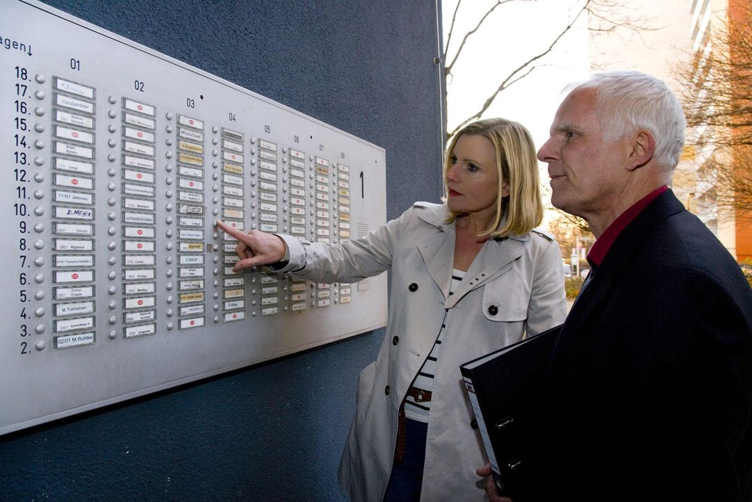 Barbara Eligmann (l.) und Mietrechtsexperte Peter Palatzky (r.) helfen Mietern in Not ... - Bildquelle: SAT.1