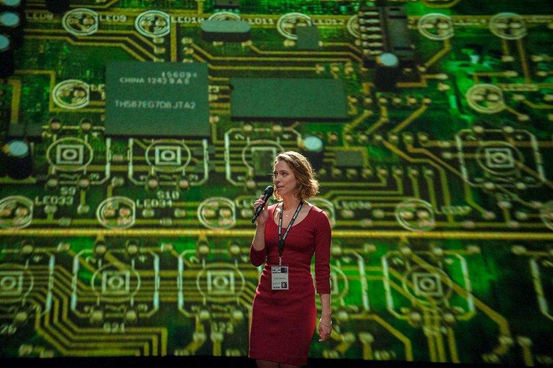 Seit Jahren forschen die beiden Computerwissenschaftler Evelyn (Rebecca Hall) und Will auf dem Gebiet der künstlichen Intelligenz. Durch Verschaltun... - Bildquelle: Peter Mountain 2013 Alcon Entertainment, LLC. All Rights Reserved