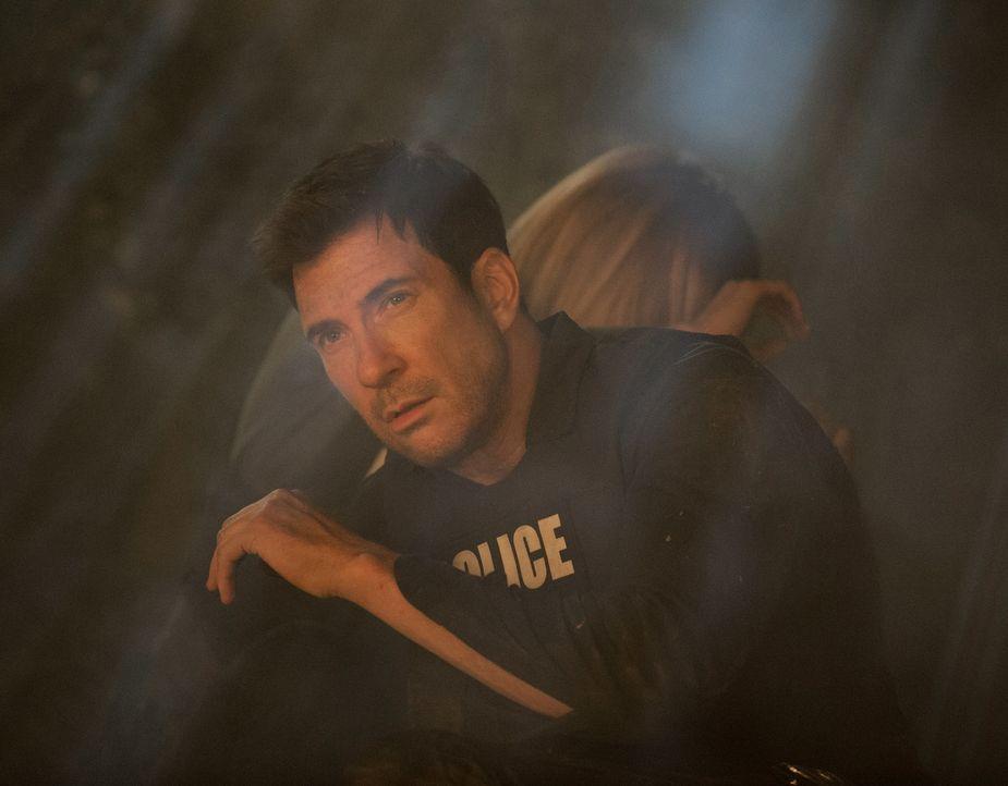 Geraten bei der Suche nach Beth selbst in die Fänge von Ray: Janice (Mariana Klaveno, r.) und Jack (Dylan McDermott, l.) ... - Bildquelle: Warner Bros. Entertainment, Inc.