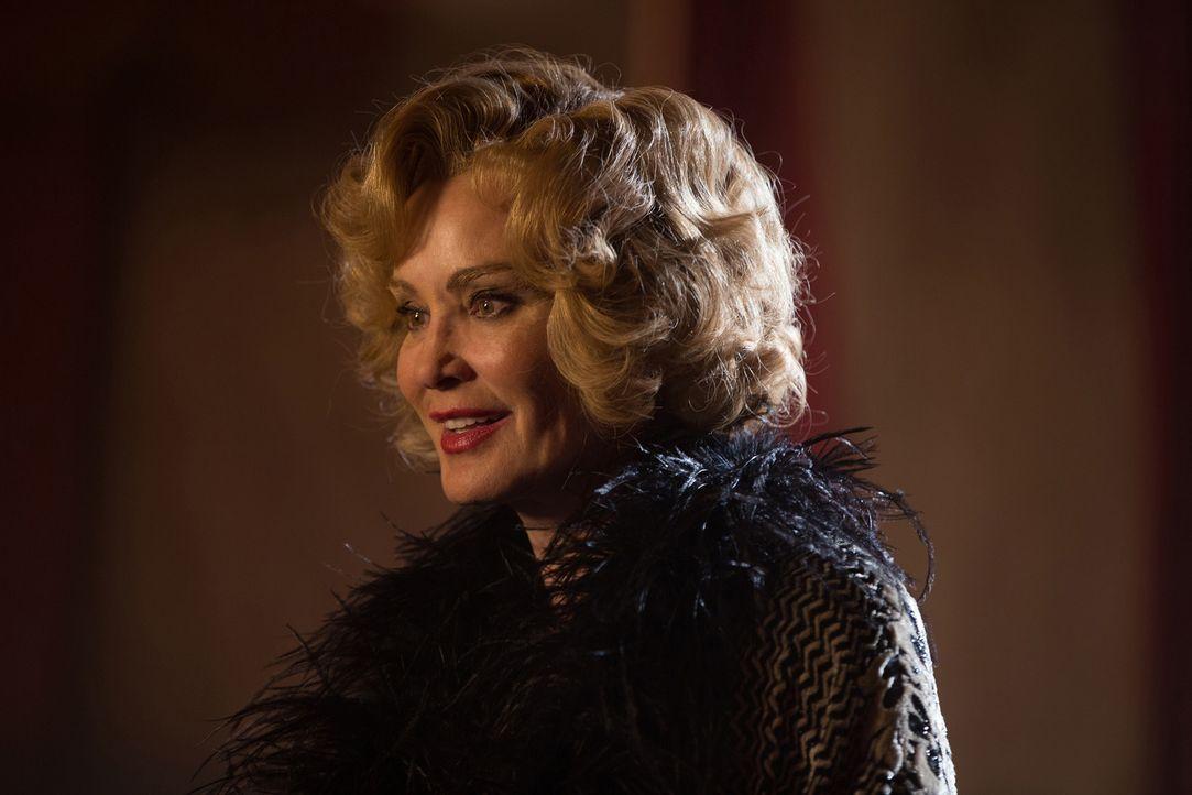 Elsa (Jessica Lange) versucht ihr Glück in Hollywood. Doch wird sie eine Fernsehkarriere wirklich glücklich machen? - Bildquelle: 2014-2015 Fox and its related entities. All rights reserved.