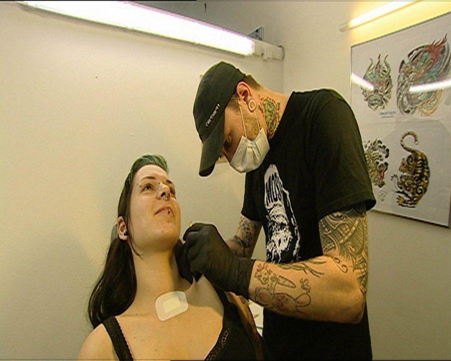 Die Piek-Asse vom Tattoo-Shop: SL@SH (r.) ... - Bildquelle: SAT.1