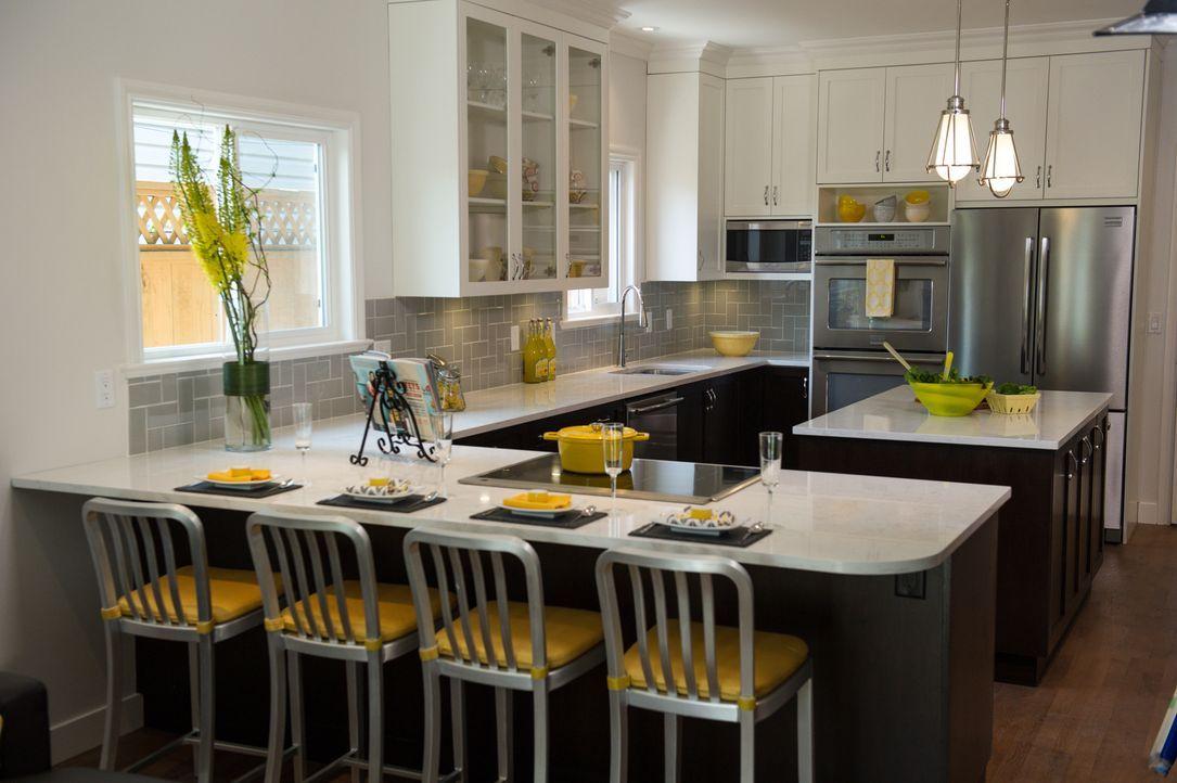Jonathan konnte den Wunsch einer modernen Küche mit Insel erfüllen: Crista und Sumit haben jetzt genug Arbeitsfläche und Platz zum Kochen. - Bildquelle: Eric Milner 2017,HGTV/Scripps Networks, LLC. All Rights Reserved