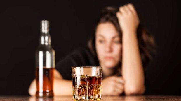Frau mit Alkohol