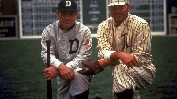Ty Cobb (Tommy Lee Jones, l.) ist einer der größten Baseballspieler aller Zei...
