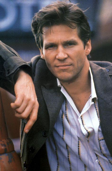 Das Schicksal nimmt seinen Lauf: Vernon Hightower (Jeff Bridges) wird von seiner Noch-Ehefrau um Hilfe gebeten ... - Bildquelle: CPT Holdings, Inc. All Rights Reserved.