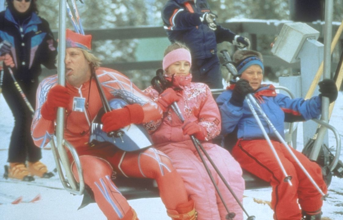 Die beiden Trottel Lloyd und Harry (Jeff Daniels, l.) stolpern in eine Erpressungsaffäre hinein und stürzen dabei einen Nobel-Ferienort ins Chaos ..... - Bildquelle: New Line Cinema