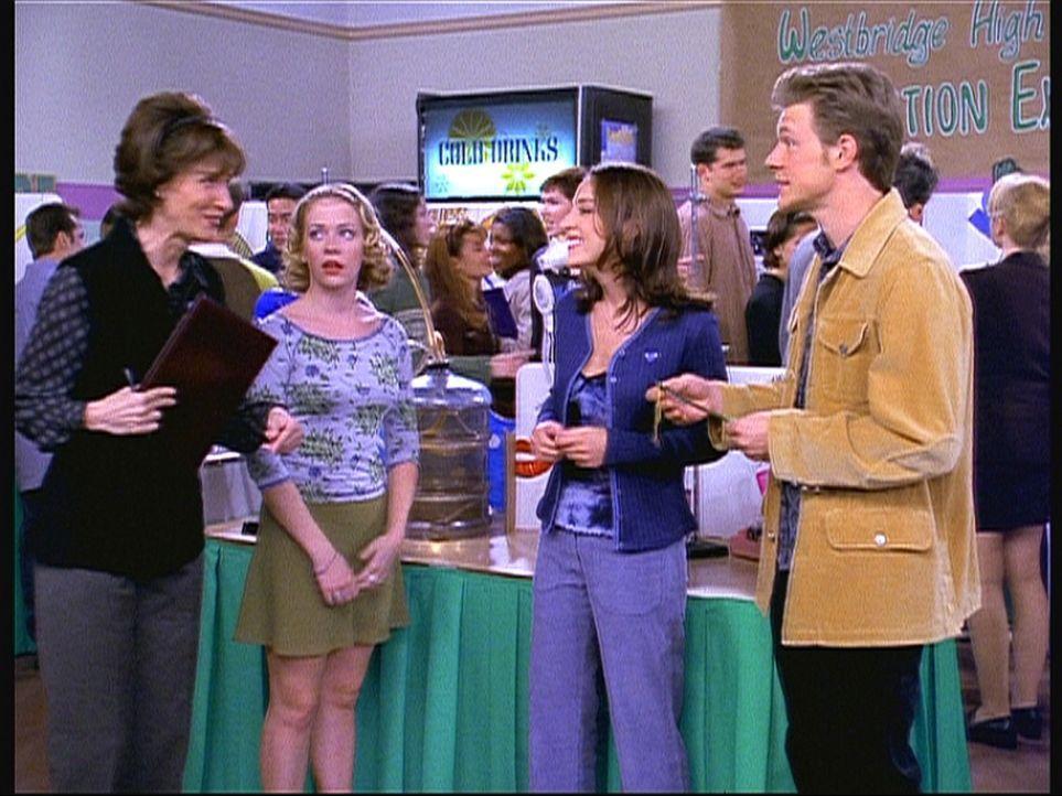 Sabrina (Melissa Joan Hart, 2.v.l.) will Anerkennung für ihre Leistungen und zaubert. Doch als ihr Valerie (Lindsay Sloane, 2.v.r.), Harvey (Nate R... - Bildquelle: Paramount Pictures