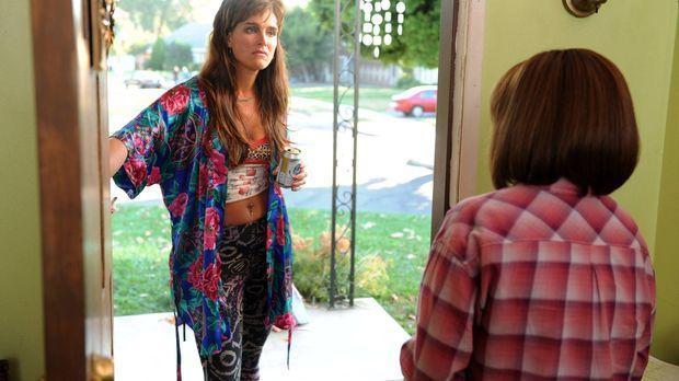 Frankie (Patricia Heaton, r.) ist schockiert, als ihre Nachbarin Rita Glossne...