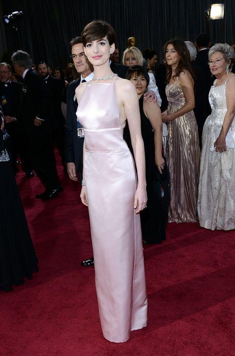Anne Hathaway auf dem Red Carpet  - Bildquelle: AFP
