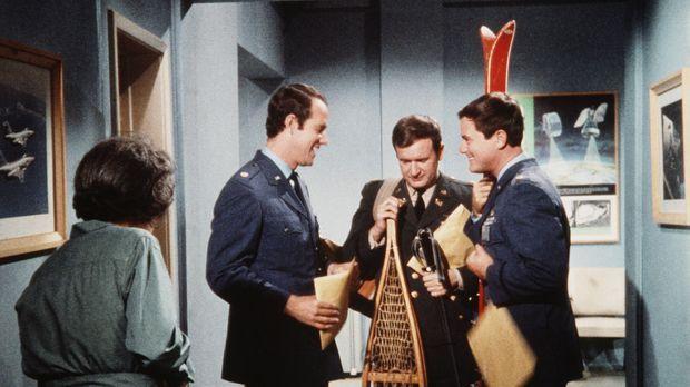 Die NASA schickt ihre Astronauten in alle Welt. Major Allen (Mike Farrell, 2....