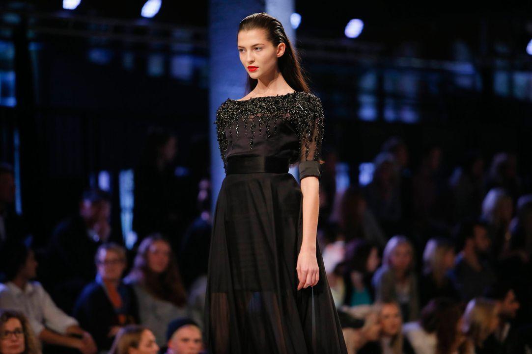 GNTM-Stf11-Epi01-erste-fashion-show-Fata-40-ProSieben-Huebner-TEASER - Bildquelle: ProSieben/Richard Huebner