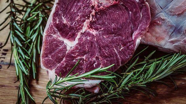 Grundsätzlich gilt: Je marmorierter das Fleisch ist, desto zarter ist es auch.