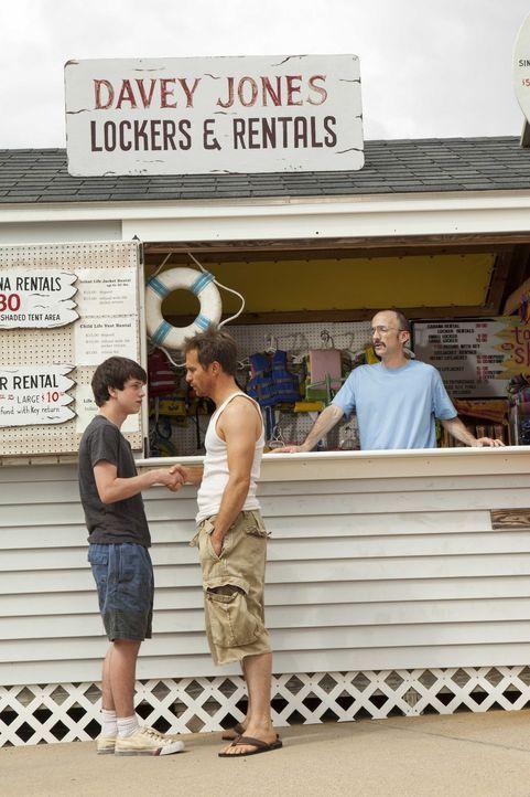 """Genervt von der Familie sucht Duncan (Liam James, l.) sich einen Ferienjob und heuert im """"Water Wizz""""-Vergnügungspark an. Dort freundet er sich mit... - Bildquelle: 2013 Twentieth Century Fox Film Corporation.  All rights reserved."""