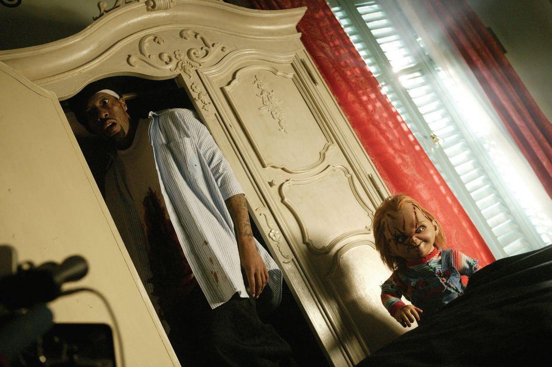 Regisseur Redman, l. hat ein Problem: Mörderpuppe Chucky, r. will seinen Körper ... - Bildquelle: Constantin Film