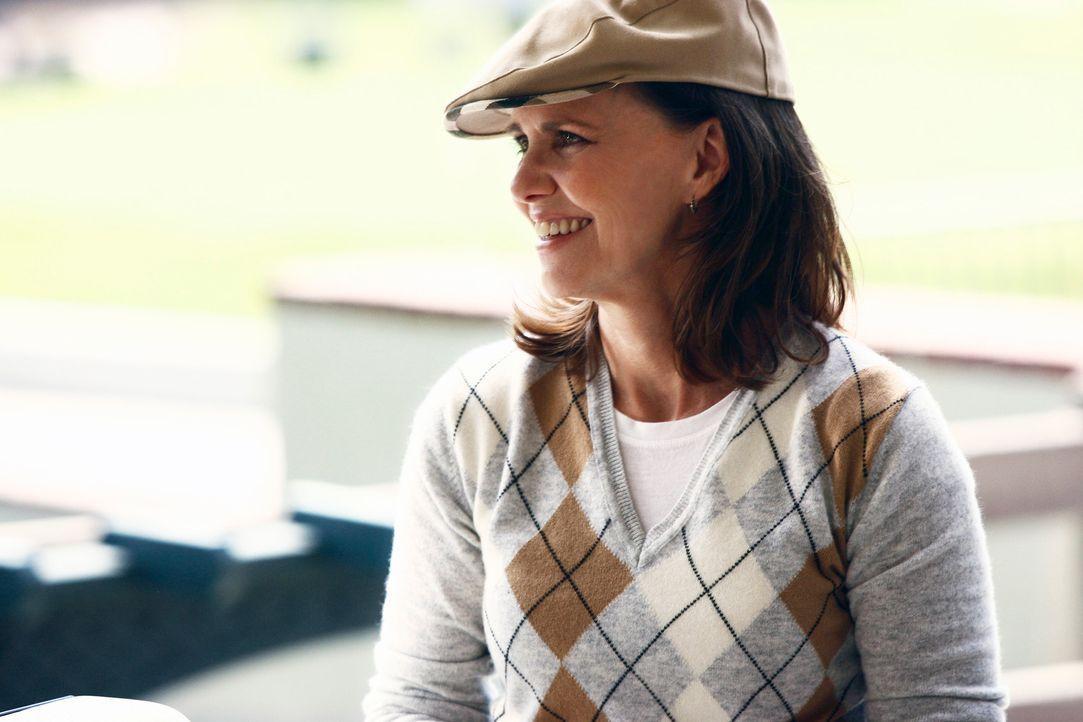 Ist froh darüber, dass Kevin sie auf den Golfplatz begleitet: Nora (Sally Field) ... - Bildquelle: Disney - ABC International Television