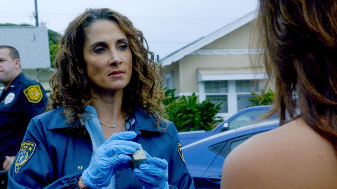 Steht dem Team bei den Ermittlungen in einem neuen Fall bei: Kathy Millwood (Melina Kanakaredes) ... - Bildquelle: 2014 CBS Broadcasting Inc. All Rights Reserved.