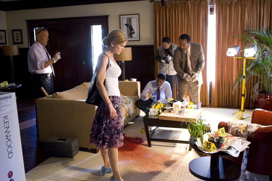 Ihr neuester Fall sorgt für einige Verwirrungen und das ausgerechnet, als Brenda (Kyra Sedgwick, vorne) auch privat mit einigen Herausforderungen zu... - Bildquelle: Warner Brothers