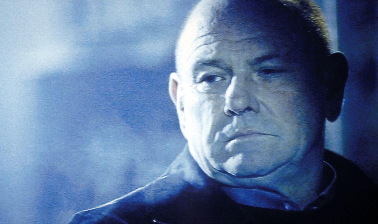 Mit seinem Team begibt sich Polizeipsychologe David Bornett (Klaus Löwitsch) auf die Suche nach einem Serienmörder. Doch der Täter scheint aus den e... - Bildquelle: Meier