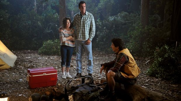 Bei einem Campingausflug mit den Kindern erinnern sich Frankie (Patricia Heat...