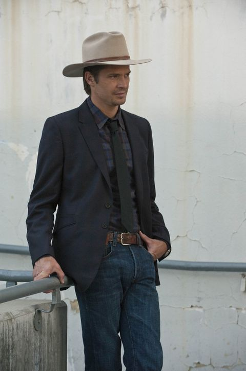 Wird mal wieder von seiner Vergangenheit eingeholt: Raylan Givens (Timothy Olyphant) - Bildquelle: 2010 Sony Pictures Television Inc. and Bluebush Productions, LLC. All Rights Reserved.