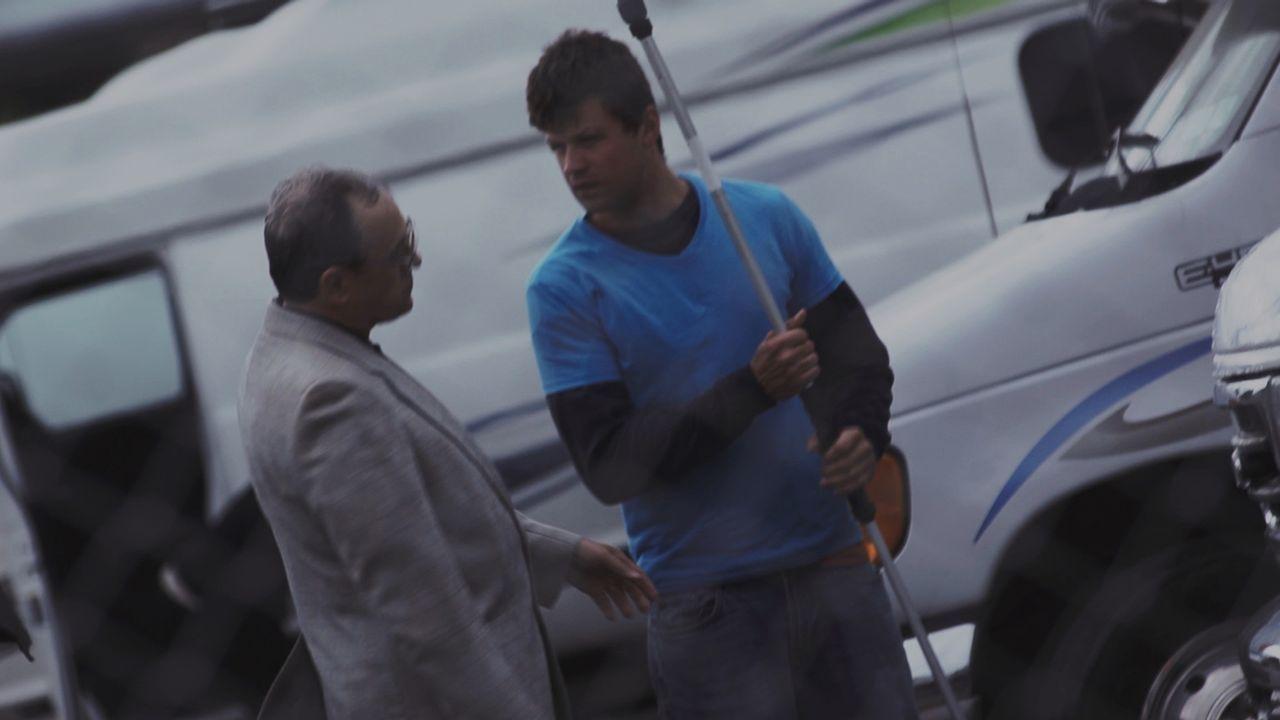 Was weiß Franks (l.) Mitarbeiter Shelby (r.) über die grausame Tat? Verschweigt er etwas? - Bildquelle: LMNO Cable Group
