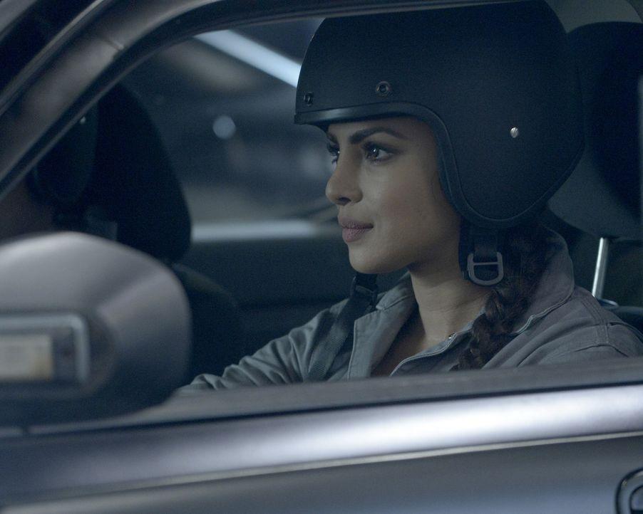 Ganz besondere Fahrstunden warten auf Alex (Priyanka Chopra) und ihre Kollegen ... - Bildquelle: Philippe Bosse 2015 ABC Studios