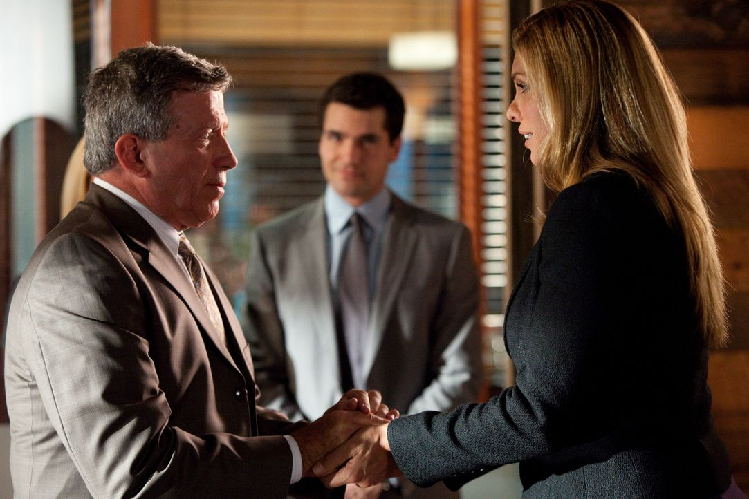 Ende gut - alles gut? Spencer Walters (Frank Brennan, l.), Allison Webb (Candis Cayne, r.) und Grayson (Jackson Hurst, M.) ... - Bildquelle: 2009 Sony Pictures Television Inc. All Rights Reserved.