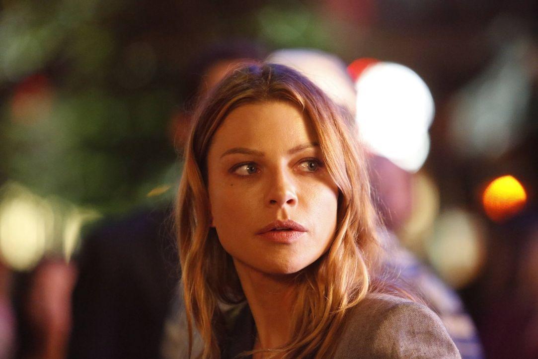 Chloe (Lauren German) stellt Nachforschungen über Lucifer an und muss sich schließlich eingestehen, dass wirklich alles darauf hindeutet, dass er ke... - Bildquelle: 2016 Warner Brothers