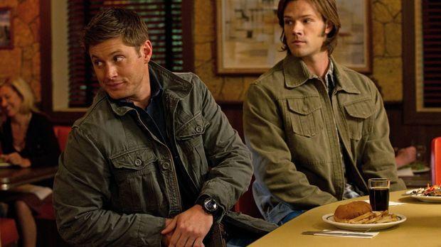 Da zwei Leviathane Sam (Jared Padalecki, r.) und Dean (Jensen Ackles, l.) klo...