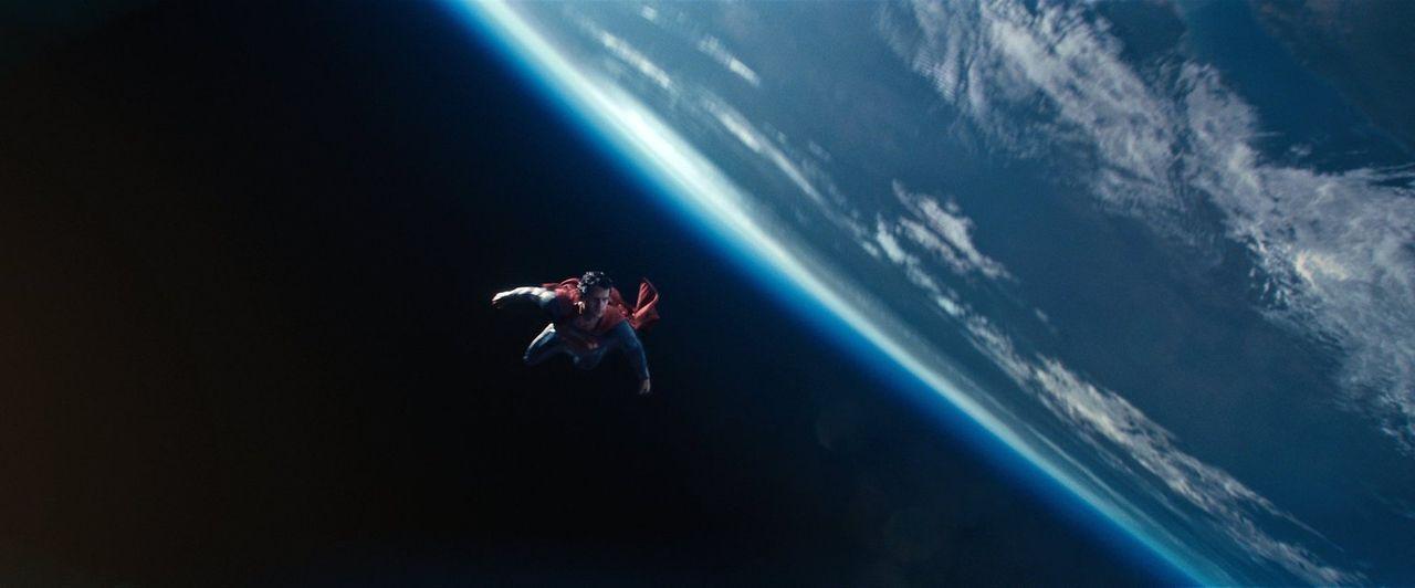 Ist es ein Vogel? Ist es ein Flugzeug? Nein, es ist Superman! Clark Kent (Henry Cavill) muss die Erde vor dem kryptonischen Superbösewicht General Z... - Bildquelle: 2013 Warner Brothers