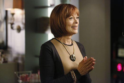 Castle - Die Assistentin von Mathilda King (Frances Fisher) wird ermordet auf...