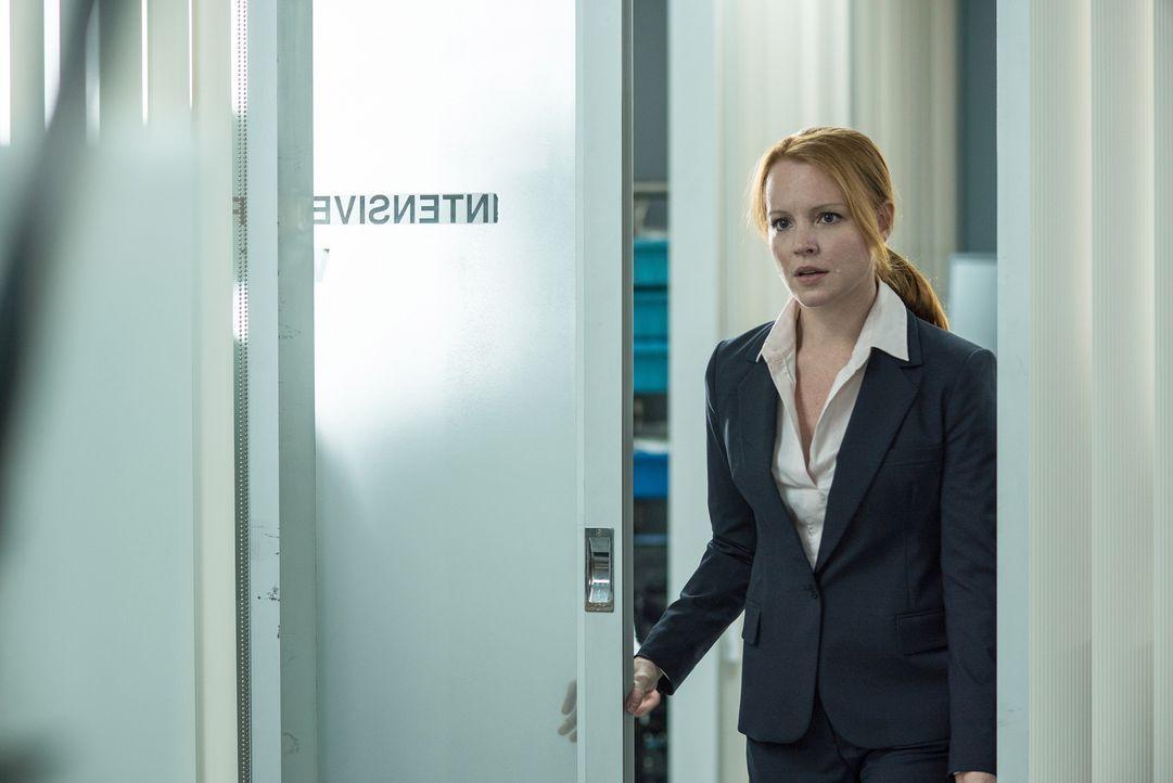 Der Medizinwissenschaftlerin Agent Einstein (Lauren Ambrose) gefällt es eigentlich überhaupt nicht, dass sie Mulder und Scully in ihren Fall einbezi... - Bildquelle: 2016 Fox and its related entities.  All rights reserved.