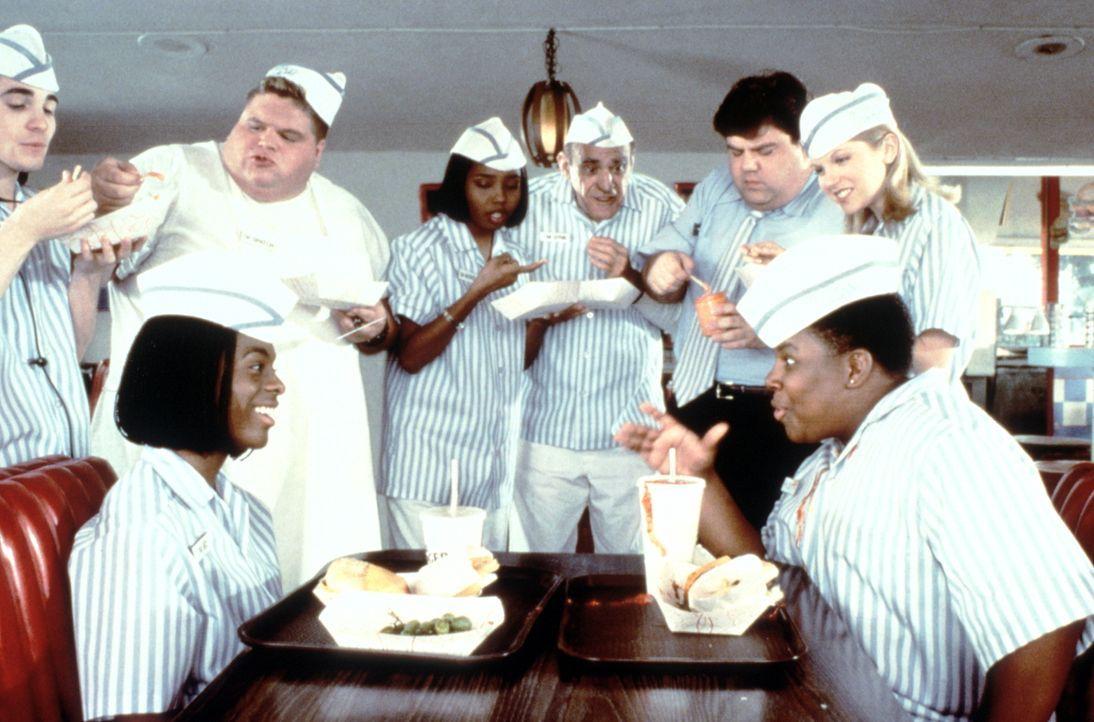 Dank des naiv-verschlagenen Dexters (Kenan Thompson, r.) und des total verrückten Soßenerfinders Ed (Kel Mitchell, l.) kann sich Good-Burger vor der... - Bildquelle: Paramount Pictures