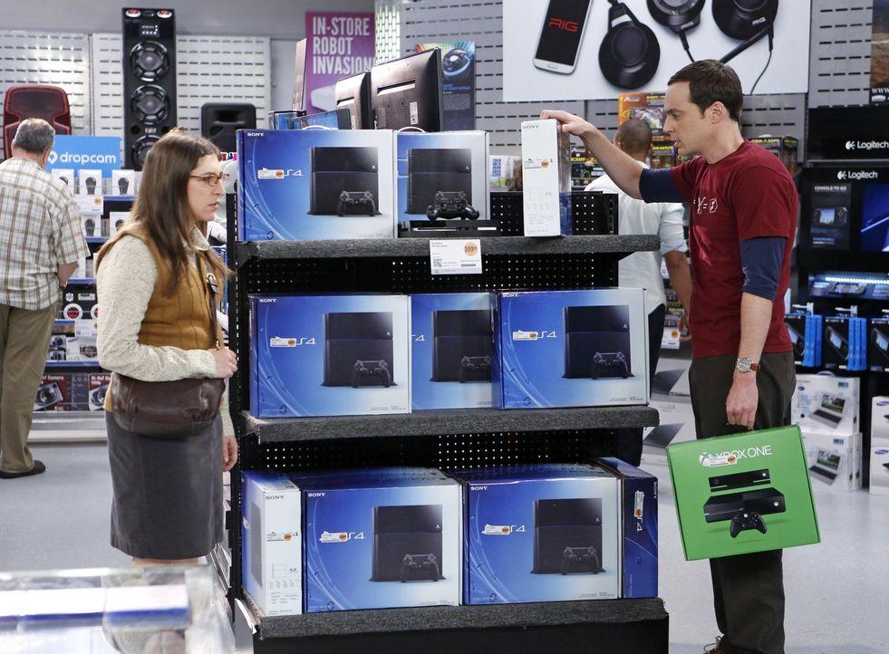 Amy (Mayim Bialik, l.) kann es nicht fassen, dass sich Sheldon (Jim Parsons, r.) nicht zwischen zwei Spielsystemen entscheiden kann ... - Bildquelle: Warner Brothers