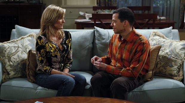 Alans (Jon Cryer, r.) Freundin Lyndsey (Courtney Thorne-Smith, l.) hat eine V...