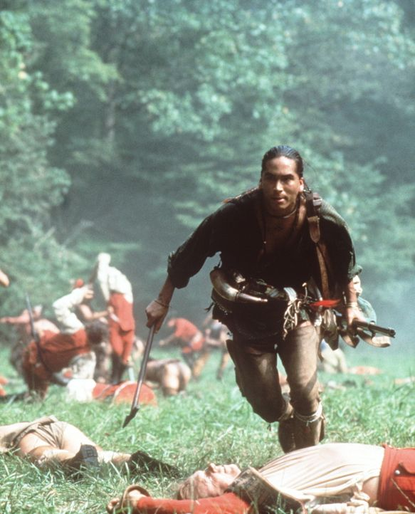 Gemeinsam mit einem Trupp englischer Soldaten gerät Uncas (Eric Schweig, M.) in einen tödlichen Hinterhalt ... - Bildquelle: 20th Century Fox