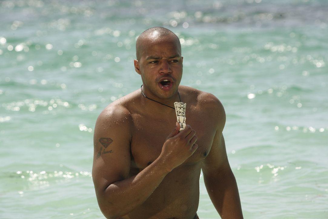 Während Turk (Donald Faison) im Wasser auf Carla wartet, glaubt er sogar, eine Meerjungfrau zu sehen. Doch dann taucht J.D. aus dem Wasser auf ... - Bildquelle: Touchstone Television
