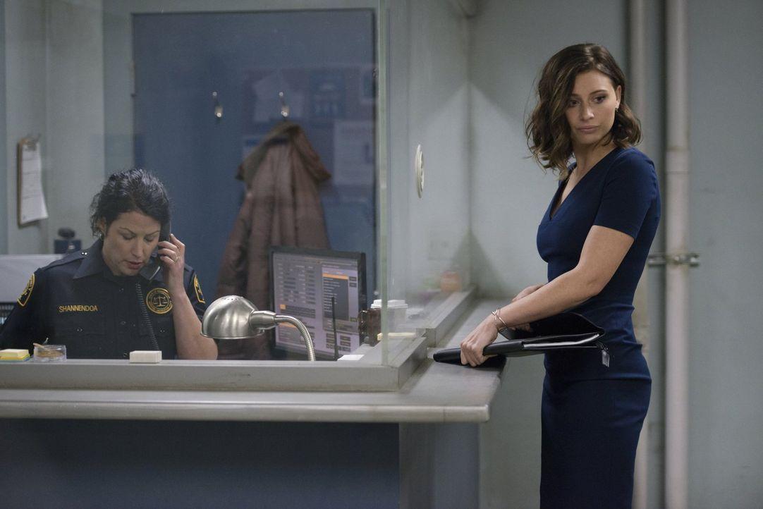 Wird Peyton (Aly Michalka, r.) tatsächlich mit Ravi ausgehen? - Bildquelle: Warner Brothers