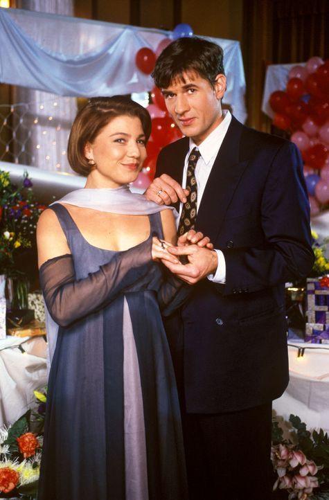 Frederik (Daniel Morgenroth, r.) hat seine Stephanie (Claudia Schmutzler, l.) geheiratet. Die beiden feiern ihren großen Tag aber nicht allein, denn... - Bildquelle: Noreen Flynn Sat.1