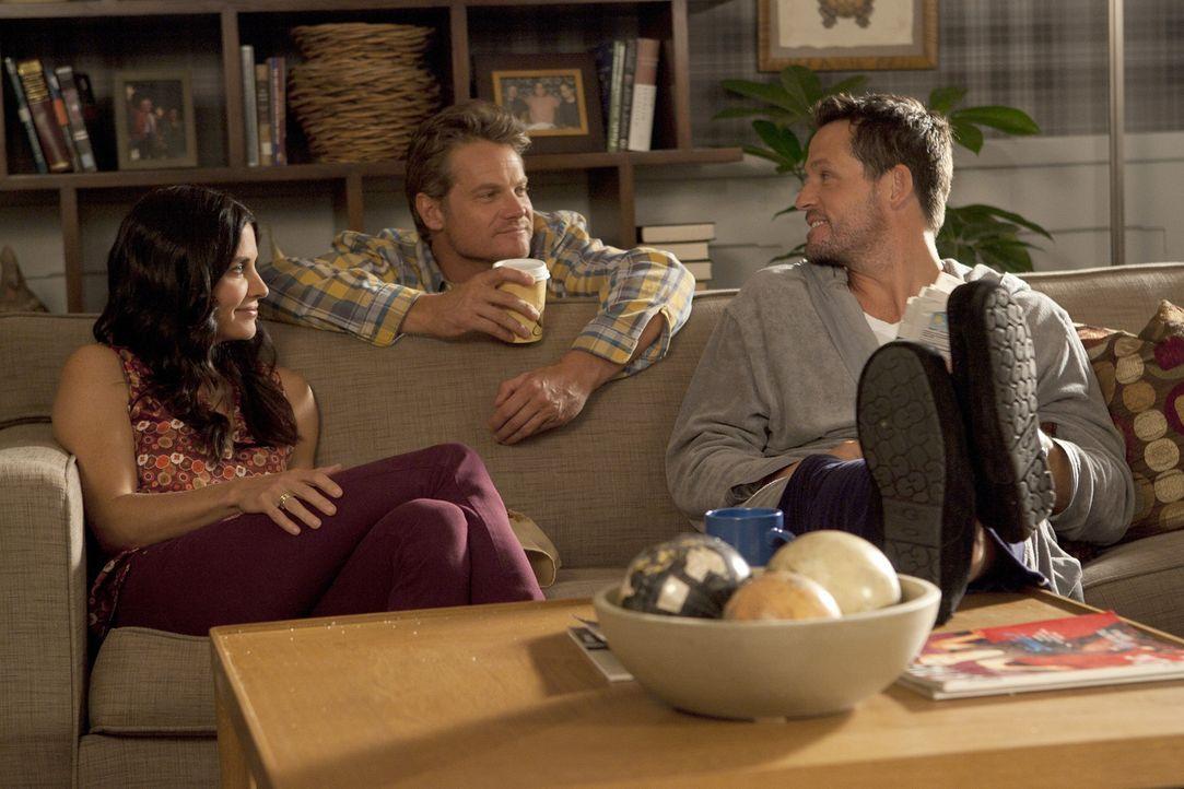 Haben Spaß miteinander: Bobby (Brian Van Holt, M.), Jules (Courteney Cox, l.) und Grayson (Josh Hopkins, r.) ... - Bildquelle: 2010 ABC INC.
