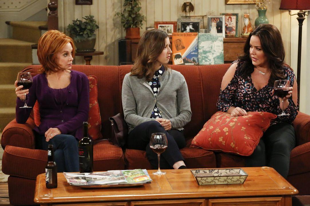 Weil Mike und Molly der Meinung sind, dass Frannie nach der Geburt ihres Babys nicht wieder auf der Straße leben kann, laden sie Frannies Schwester... - Bildquelle: Warner Brothers