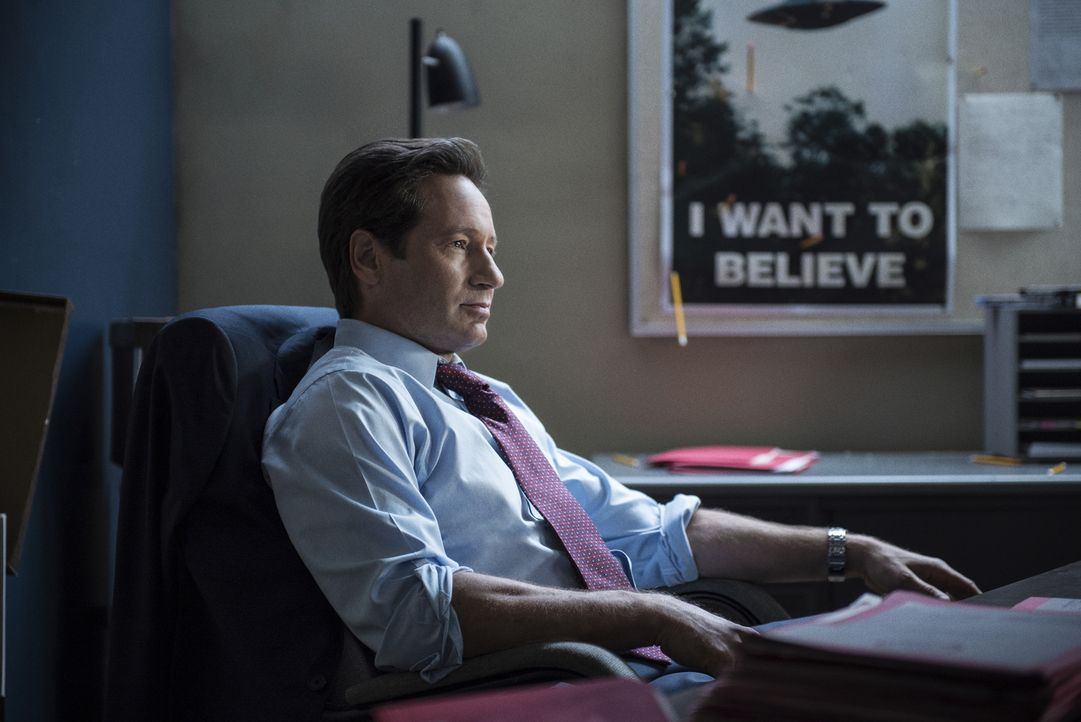 Seine neusten Erkenntnisse lassen Mulder (David Duchovny) an all dem zweifeln, was er bisher herausgefunden hat ... - Bildquelle: 2016 Fox and its related entities.  All rights reserved.