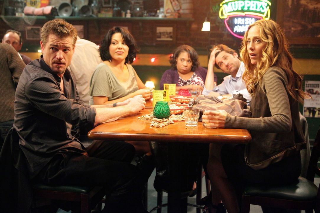 Derek (Patrick Dempsey, 2.v.r.) erhält die Beihilfe, die er für seine klinische Studie benötigt. Owen, Miranda (Chandra Wilson, M.), Mark (Eric Dane... - Bildquelle: ABC Studios