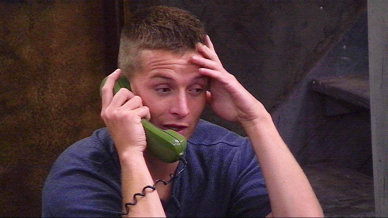 Aaron Telefon2